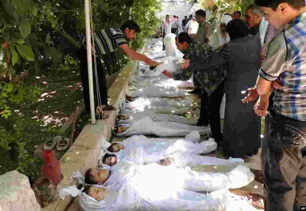 Vào hồi trung tuần tháng 8, tổ chức y tế nhân đạo quốc tế Bác sĩ Không Biên giới (MSF) cho biết ba bệnh viện tại Syria đã nhận khoảng 3.600 bệnh nhân có những triệu chứng bị nhiễm chất độc làm tê liệt thần kinh. Tin này được đưa ra chỉ vài ngày sau khi có những cáo buộc là hơn 1.000 người đã thiệt mạng trong cuộc tấn công bằng vũ khí hóa học được cho là do chính phủ Syria thực hiện.