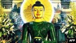 Tượng Phật Ngọc được đón mừng ở Pháp