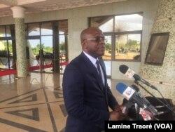 Le porte-parole du gouvernement Remis Dandjinou à Ouagadougou, au Burkina Faso, le 14 septembre 2018. (VOA/Lamine Traoré)