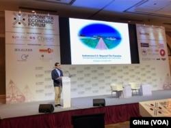 Calon Wakil Presiden nomor urut dua Sandiaga Uno memberikan keynote speech dalam acara Indonesia Economic Forum di Shangri-La Hotel, Jakarta, Rabu, 21 November 2011. (Foto: VOA/Ghita).
