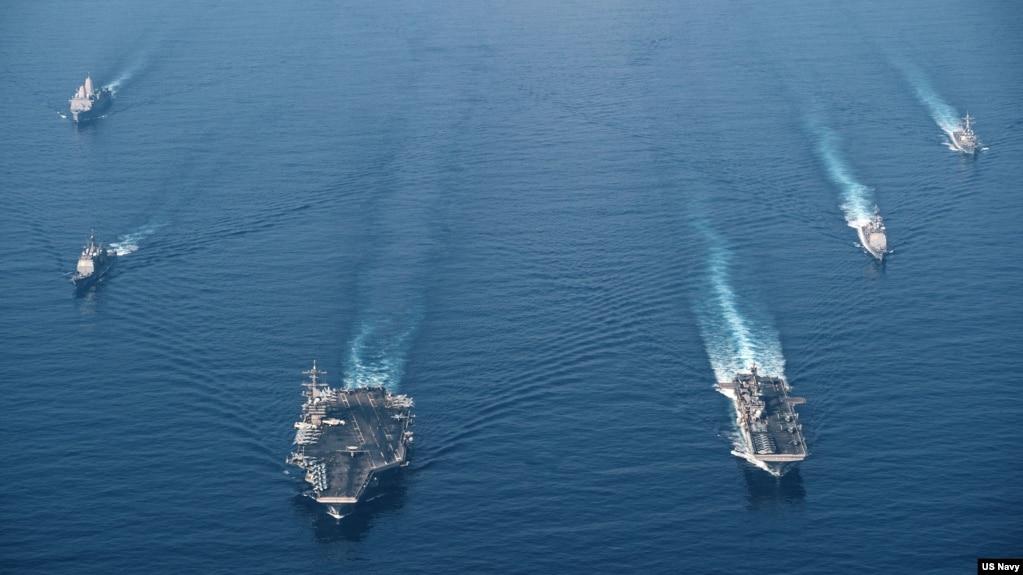 美国海军罗斯福号航母战斗群与马金岛号两栖戒备群2021年4月9日在南中国海进行编组巡航。(美国海军照片)(photo:VOA)