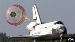 El trasbordador Atlantis ya fue trasladado a la plataforma de lanzamiento.