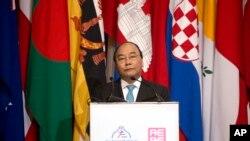 越南總理阮春福7月14日在蒙古亞歐會議上發表講話