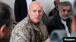 El vicealmirante Robert Harward es un ex SEAL de la Armada que fue a la escuela secundaria en Irán y habla fluidamente el farsí.