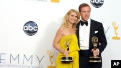 Diễn viên Damian Lewis và Claire Danes giành giải Emmy ở hạng mục nam và nữ diễn viên truyền hình xuất sắc nhất