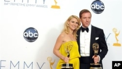 劇情類電視劇《國土安全》(香港譯《暗戰》(Homeland)是第64屆美國電視艾美獎最大贏家﹐贏得四項大獎。扮演一名美軍士兵的男主角﹑英國演員戴米恩-路易斯得最佳男主角大獎。同劇演員克萊爾-丹尼斯獲得女主角大獎。