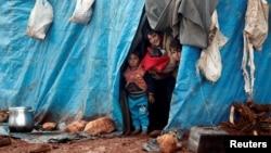 在敘利亞和土耳其邊境的難民營內的兒童