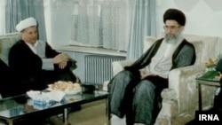 هاشمی و خامنه ای بعد از مرگ خمینی، قدرت را تقسیم کردند - عکس از بازتاب