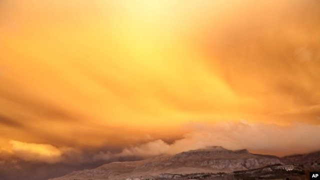 A view is seen of a cloud of ash from Chile's Puyehue-Cordon Caulle volcano chain near sunset at the mountain resort San Martin de Los Andes in Argentina's Patagonia June 12, 2011.