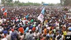 Mkutano wa chama cha upinzani cha Chadema kumaliza kampeni za uchaguzi wa 2010 Dar es Salaam.