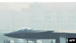 Kina mohon të ketë përdorur teknologjinë amerikane për avionin e ri