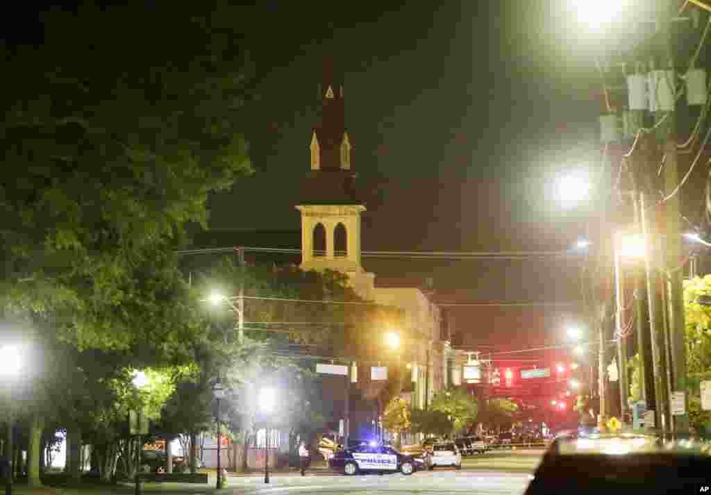 امریکہ کی ریاست جنوبی کیرولینا میں ایک چرچ پر فائرنگ سے کم ازکم نو افراد ہلاک ہو گئ۔