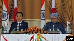 Thủ tướng Ấn Độ Manmohan Singh (phải) và Thủ tướng Nhật Bản Yoshihiko Noda trong 1 cuộc họp báo chung ở New Delhi, 28/12/2011