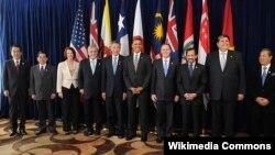 Tư liệu- Các nhà lãnh đạo của các nước thành viên và các nước đang đàm phán gặp nhau tại một hội nghị thượng đỉnh của TPP vào năm 2010.
