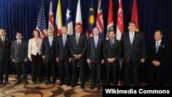 Các nhà lãnh đạo của các nước thành viên và các nước đang đàm phán gặp nhau tại một hội nghị thượng đỉnh của TPP năm 2010.