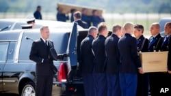 Con todos los honores reciben en Holanda los restos de las víctimas del avión de Malaysia Airlines MH17 derribado en territorio ucraniano.