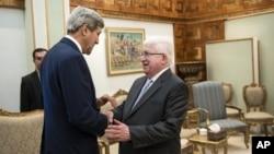 دیدار جان کری وزیر امور خارجه ایالات متحده (چپ) و فؤاد معصوم رئیس جمهوری عراق در بغداد - ۱۹ شهریور ۱۳۹۳