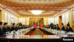 韩国总统朴槿惠会见中国同行习近平