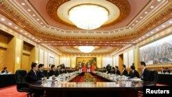 박근혜 한국 대통령(오른쪽 가운데)과 시진핑 중국 국가주석이 27일 베이징 인민대회당에서 확대정상회담을 가지고 있다.