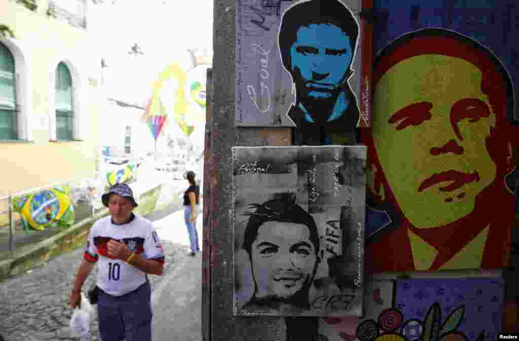 Street art depicts Argentina's Lionel Messi, Portugal's Cristiano Ronaldo and U.S. President Barack Obama, in Salvador, June 15, 2014.