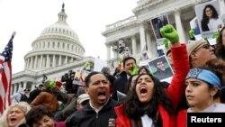 """Des """"Dreamers"""" manifestent devant le Capitole, Washington, le 6 décembre 2017"""