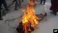 Hơn 20 người Tây Tạng đã tự thiêu trong năm qua để phản đối những nỗ lực của Trung Quốc mà họ cho là nhắm đàn áp tôn giáo và văn hóa của người Tây Tạng