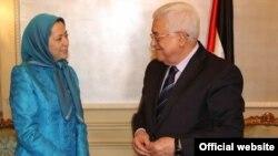 عکسی از دیدار محمود عباس و مریم رجوی که سایت سازمان مجاهدین منتشر کرده است.