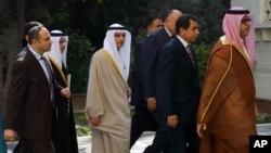Menteri Luar Negeri Arab Saudi Adel al-Jubeir, tengah kiri, menghadiri rapat Liga Arab darurat di Kairo, Mesir, Minggu, 10 Januari 2016.