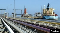 Kapal tanker berlabuh di terminal kargo kilang Jose, di Venezuela.