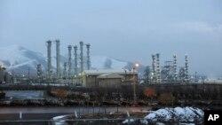 تأسیسات هسته ای مربوط به آب سنگین در اراک، ایران (عکس از ژانویه ۲۰۱۱)