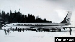 1978년 4월 20일 러시아 무르만스크 인근에서 발생한 KAL 보잉707기 강제 착륙 사건 현장 사진이 한 러시아 인터넷 사이트(autoreview.ru)에 공개됐다.