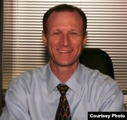 加州公共卫生主管查普曼 (CDPH photo)