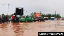 Des eaux de pluies à Ouagadougou, Ouagadougou le 14 septembre 2020 (VOA/Lamine Traoré)