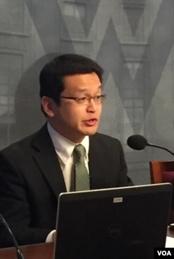 일본 게이오대 이소자키 아쓰히토 교수가 8일 미국 워싱턴 소재 우드로윌슨센터에서 열린 '북한 정권의 이해' 세미나에서 발언하고 있다.