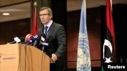 Đặc sứ Liên Hiệp Quốc Bernardino Leon phát biểu trong cuộc họp báo ở thủ đô Rabat, của Marốc
