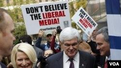 Mantan Ketua DPR AS, Newt Gingrich, didampingi isterinya Callista, mengandalkan dukungan kelompok konservatif di South Carolina (20/1).
