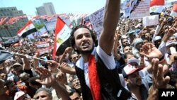 Người biểu tình Ai Cập tuần hành chung quanh Quảng trường Tahrir, Cairo, 15/7/2011