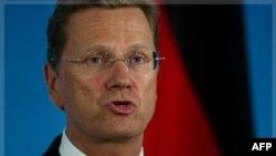 Ngoại trưởng Đức Guido Westerwelle nói chuyện với các phóng viên về tình hình tại Libya, Syria, và 2 công dân Ðức bị mất tích ở Afghanistan tại Trụ sở Bộ Ngoại giao ở Berlin