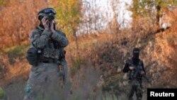 Binh sĩ Ukraine canh gác tại khu vực gần Donetsk, miền đông Ukraine, ngày 20/9/2014.