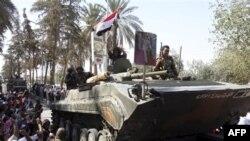 Xe thiết giáp đang ra khỏi thành phố Deir el-Zour của Syria
