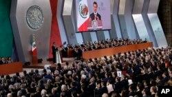 ປະທານາທິບໍດີ ເມັກຊິໂກ ທ່ານ Enrique Pena Nieto ກ່າວຄຳປາໄສປະຈຳປີ ທີ່ສະພາແຫ່ງຊາດໃນນະຄອນຫຼວງ Mexico City, 2 ກັນຍາ, 2017.