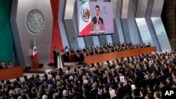 Presiden Meksiko Enrique Pena Nieto menyampaikan pidato kenegaraan di Istana Nasional di Mexico City, 2 September 2017.