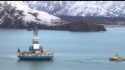 2013-01-08 美國之音視頻新聞: 在阿拉斯加外海擱淺的鑽油船已經被拖往港口