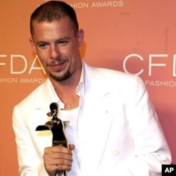 British fashion designer Alexander McQueen (file photo)