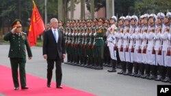 Bộ Trưởng Quốc phòng Việt Nam Ngô Xuân Lịch tiếp Bộ Trưởng Quốc phòng Mỹ Jim Mattis tại Hà Nội hôm 25/1/2018.