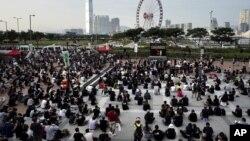 La Confederación de Sindicatos de Hong Kong dijo que 20 empleados han sido despedidos u obligados a renunciar, entre ellos pilotos, miembros de la tripulación y gerentes.