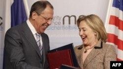 Главы внешнеполитических ведомств США и России обмениваются документами по договору СНВ-3