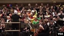 Paduan suara anak-anak Purwa Caraka atau Purwa Caraka Music Studio (PCMS) Children Choir ikut tampil di Carnegie Hall, New York.