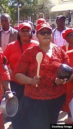 Thokozani Khupe leads the beat-pots-campaign in Bulawayo.