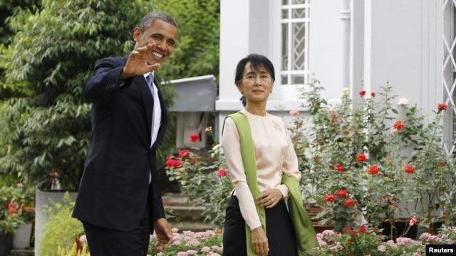 Prezidan Barack Obama ak lidè mouvman demokratik la nan Bimani, Aung Sann Suu Kyi (vizit lakay Madam Suu Kyi nan vil Rangoon, 19 novanm 2012).